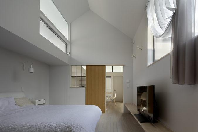 O邸寝室。